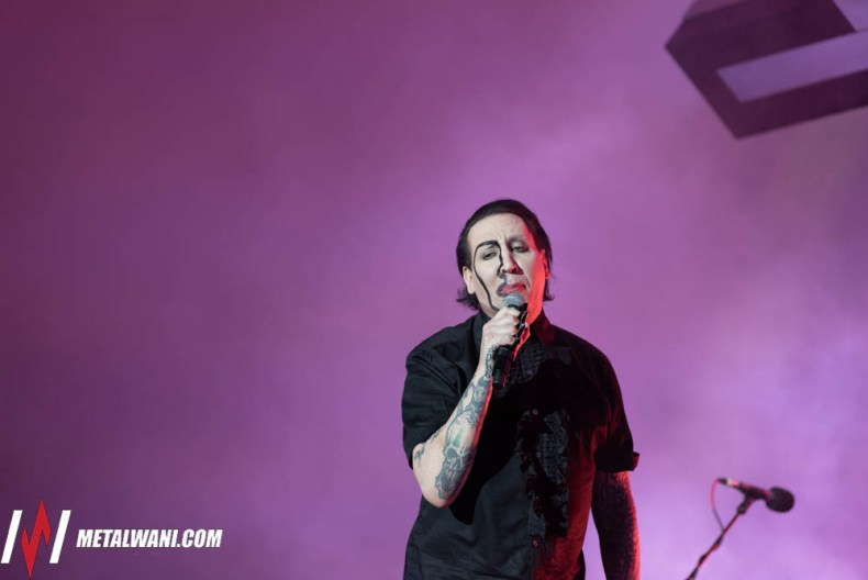 """VIK5545 - MARILYN MANSON Once Again Collapses Onstage: """"He Was Shaking"""""""