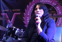 Vinnie vincent kiss - VINNIE VINCENT Wants Fans To Buy His 'Autographed Merchandise Pack' For An Insane Amount