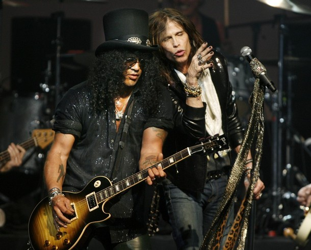 Aerosmith Slash - Slash Reveals How AEROSMITH Helped Him Meet GUNS N' ROSES' Guitarist Izzy Stradlin