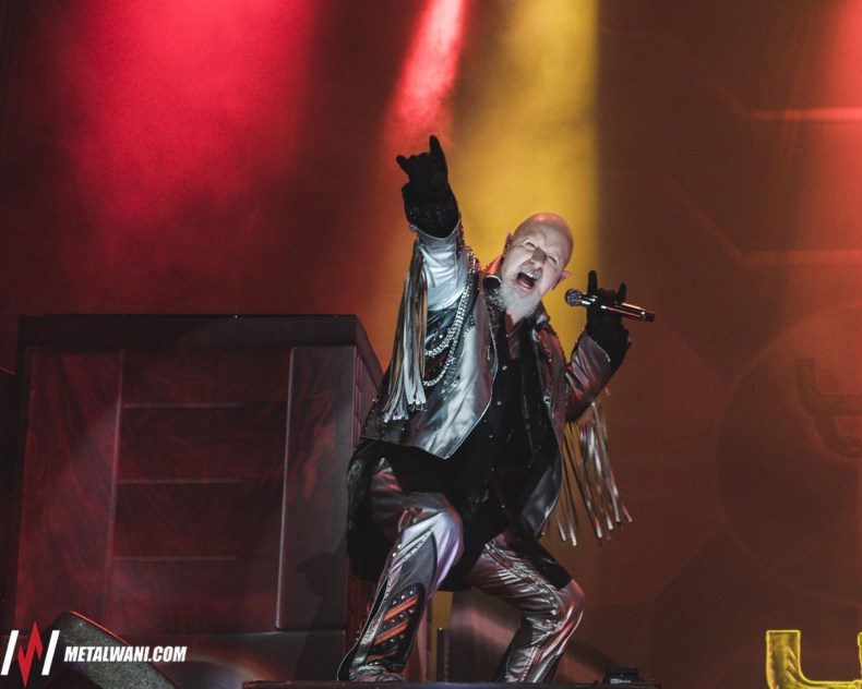 Judaspriest4 - Report: Legendary JUDAS PRIEST Frontman Rob Halford Seen Wearing Oxygen Mask Backstage