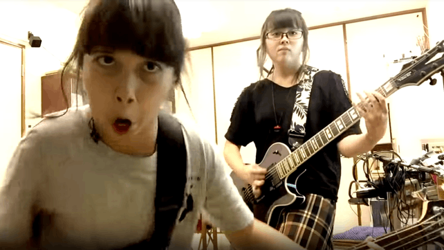Slayer - When Thrash Metal Goes Adorable: Two Young Girls Cover SLAYER's 'Raining Blood'