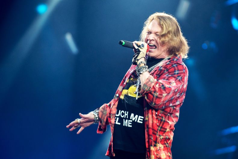 Axl Rose - Footage of 'Severely Ill' AXL ROSE Struggling to Perform 'November Rain' Before Ending GN'R Show Surfaces. Manager Reveals if Tour Is Affected