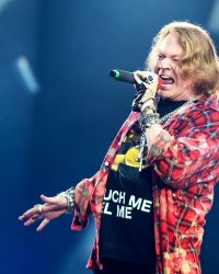 Axl Rose - GUNS N' ROSES Post Cryptic Axl Rose Photo: 'Is This The End?'