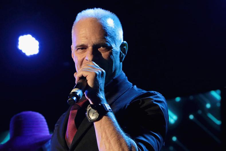 David Lee Roth - David Lee Roth Hints VAN HALEN Reunion