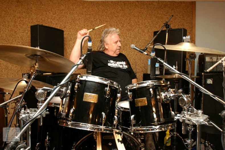 Lee Kerslake - Legendary OZZY OSBOURNE & URIAH HEEP Drummer Lee Kerslake Dead at 73