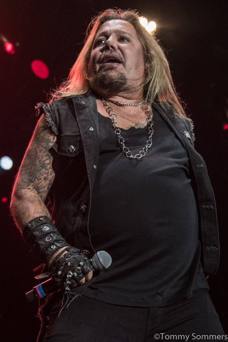 Vince Neil - Watch VINCE NEIL Career Ending Performance In Island Lake, Illinois