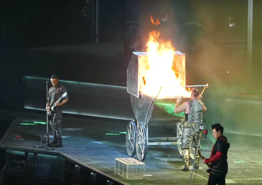 watch rammstein kick off european tour with new songs killer production metal wani. Black Bedroom Furniture Sets. Home Design Ideas