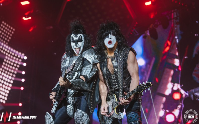 Paul Stanley gene Simmons - Gene Simmons Mourns Death Of KISS Manager But Fans Were More Interested In Paul Stanley's Outfit