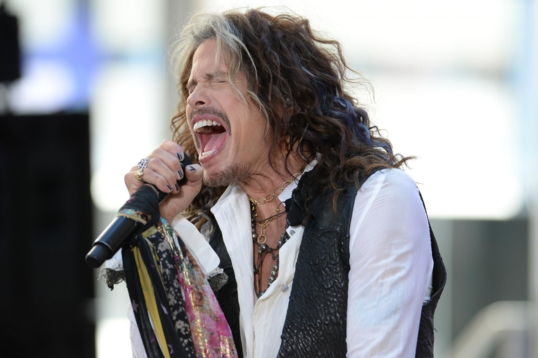"Steven Tyler - AEROSMITH Legend Steven Tyler Slams Fans: ""The Worst F--king Crowd In The Last 10 Years"""