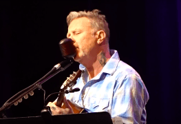 James Hetfield - Watch METALLICA's James Hetfield Perform Live For The 1st Time Since Rehab