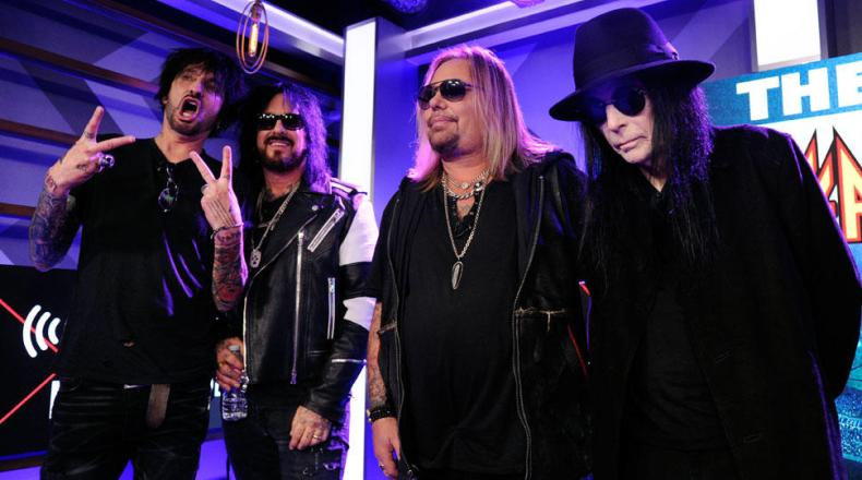 Motley Crue - TOMMY LEE Explains Why Other MÖTLEY CRÜE Members Keep Away From Him Backstage