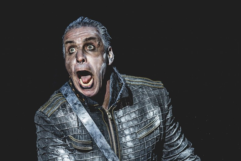 Rammstein - RAMMSTEIN's Till Lindemann Tests Positive For Coronavirus; Reportedly In Critical Condition