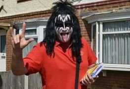 Gene Simmons - This Dude Keeps Delivering the Mail Dressed as Gene Simmons To Cheer People Up