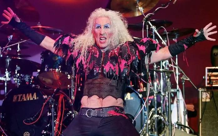 dee snider 1 696x434 1 - DEE SNIDER Recalls Doing Humiliating Jobs After Grunge Killed Hair Metal & Made Him Broke