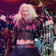 dee snider 1 696x434 1 - DEE SNIDER Recalls Doing Humiliating Jobs After Grunge Killed Hair Metal & Made Him Broke