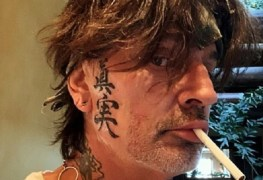 Tommy Lee 1 - MÖTLEY CRÜE's Tommy Lee Unveils New Face Tattoos & Fans Are Having A Good Laugh