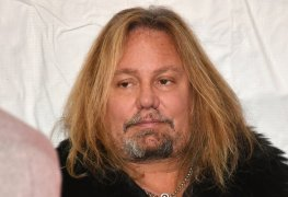 Vince Neil 3 - RUMOR: Source Claims MOTLEY CRUE Will Make An Announcement on Vince Neil