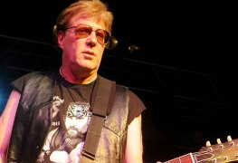jayjayfrench - TWISTED SISTER's Jay Jay French Pays An Emotional Tribute To EDDIE VAN HALEN