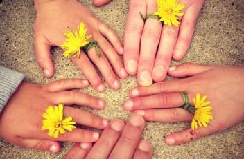 family-hand-1636615_640