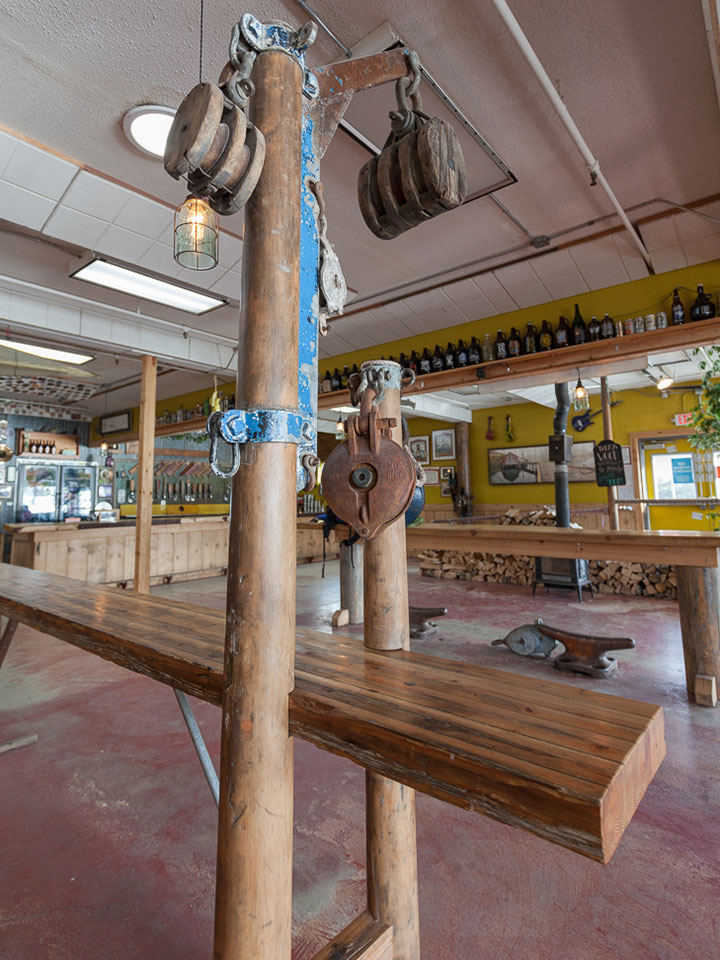Freestanding bar from ship's rigging and a glulam with a story