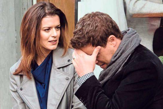 Jack désespéré par la situation polyamoureuse avec Izzy.