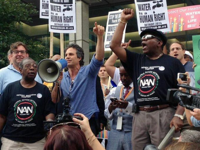 Actor Mark Ruffalo at a protest against water shutoffs in Detroit, MI in 2014. Photo: UUCS, (CC BY-NC-ND 2.0)