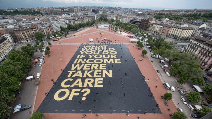 Basic income street art. Photo: Michael von der Lohe, (CC BY 2.0)