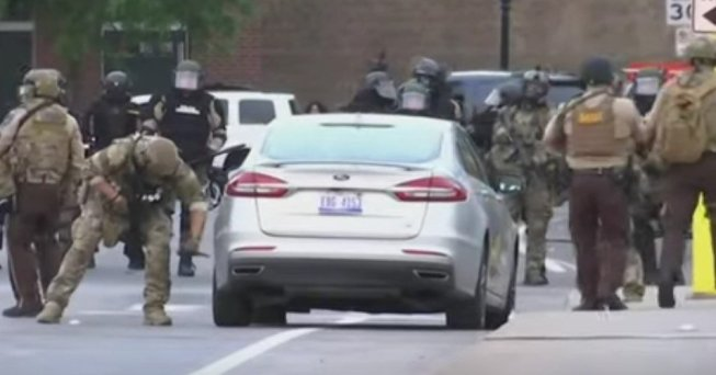 An officer dressed in a military uniform punctures the tires of a car on May 31, 2020 in Minneapolis. (Photo: Global News/Screengrab)