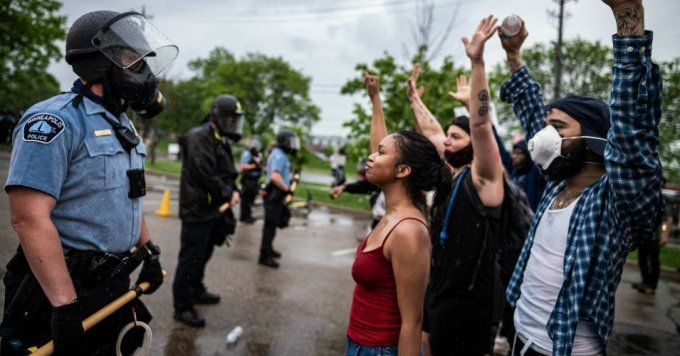 People face off with police near the Minneapolis 3rd Police Precinct. People gathered at Chicago Ave. and East 38th Street during a rally in Minneapolis on Tuesday, May 26, 2020. (Photo: Richard Tsong-Taatarii/Star Tribune)