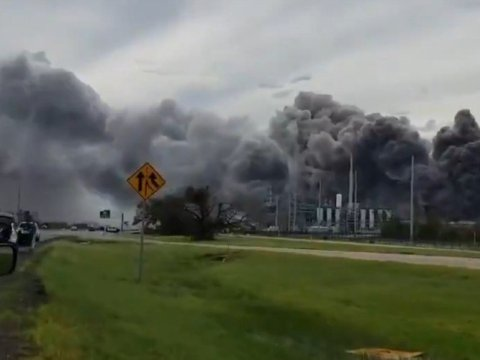 The chemical leak broke out near Lake Charles, Louisiana after Hurricane Laura tore through the area on Thursday, August 27, 2020. (Photo: RadarOmega/Twitter Screengrab)