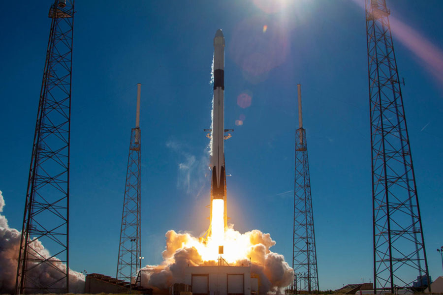 SpaceX Falcon 9 SLC-40. Day launch.