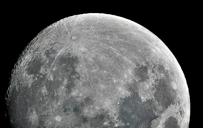 Ésta noche La Luna llena en su punto más alejado de La Tierra. Veremos una «miniluna»