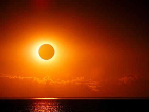 Este viernes 20 de marzo tendremos una Superluna, un Eclipse Solar y el Equinoccio