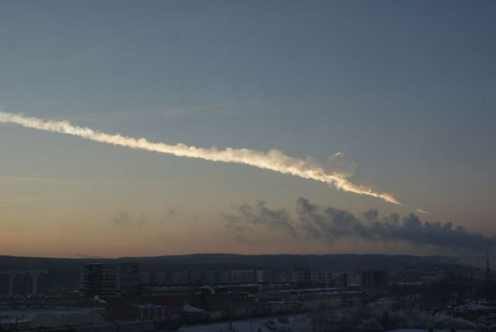 800px-Ekaterinburg_view_of_2013_meteor_event