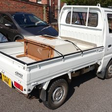 Suzuki Carry DD51T carrying some furniture