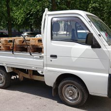 Suzuki Carry DD51T carrying pallets