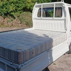 Suzuki Carry DD51T carrying a double mattress