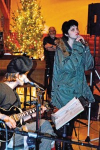 Out-of-town guests Cole Smith, front man of the New York band DIIV, and rising indie-pop star Sky Ferreira perform one of Ferreira's songs.