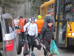 Racers getting off the bus at the Cub Creek trailhead. Photo by Don Nelson