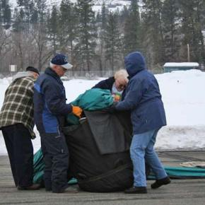 From left, Chico Flores, pilot Steve Justice, Myrtle Flores and crew chief Mary Heath work at putting the Outer Limits back into its bag. Compare the size of the inflated balloon to the size of its carrying bag to get an idea of just how little material holds these behemoths aloft. Photo by Darla Hussey