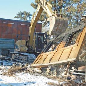 Part of fire-damaged Twisp River Pub demolished