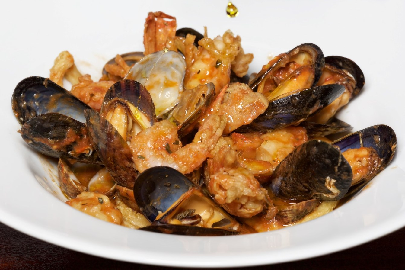 122 ITALIAN FINEST CUISINE (4) FISH SALMON MUSSELS AND LOBSTERS 008759 (Custom)