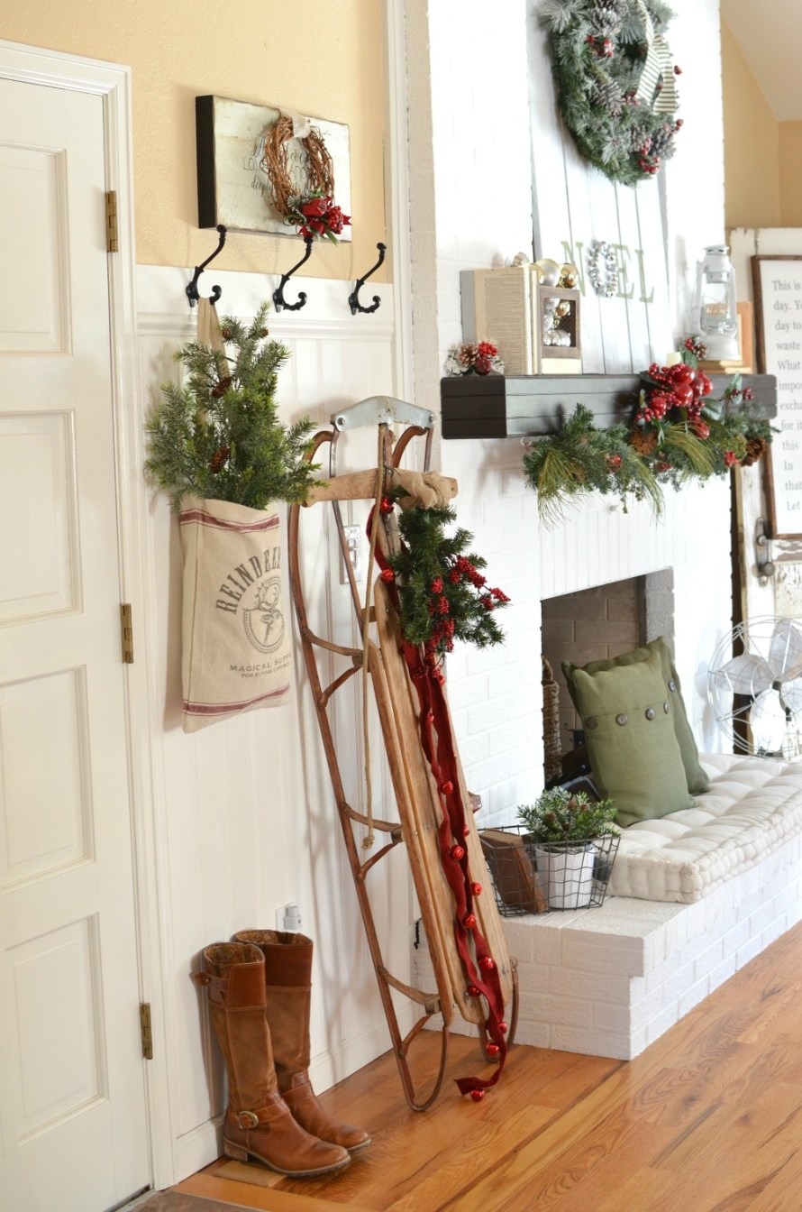 A-Vintage-Christmas-Entryway-9