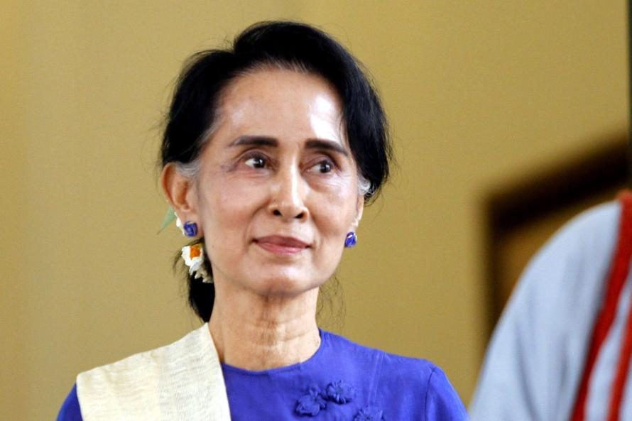 Aung San Suu Kyi meets with newly appointed minister