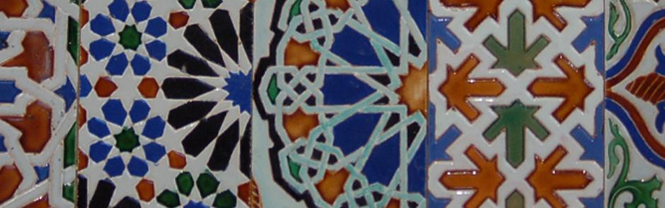 Trabajos de restauración y conservación en fachadas, suministro y realización de azulejos del Centro Comercial Plaza de Armas de Sevilla.