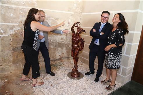 """Telefónica restaura el """"Giraldillo"""", que estará en el Museo de la Ciudad de Badajoz"""