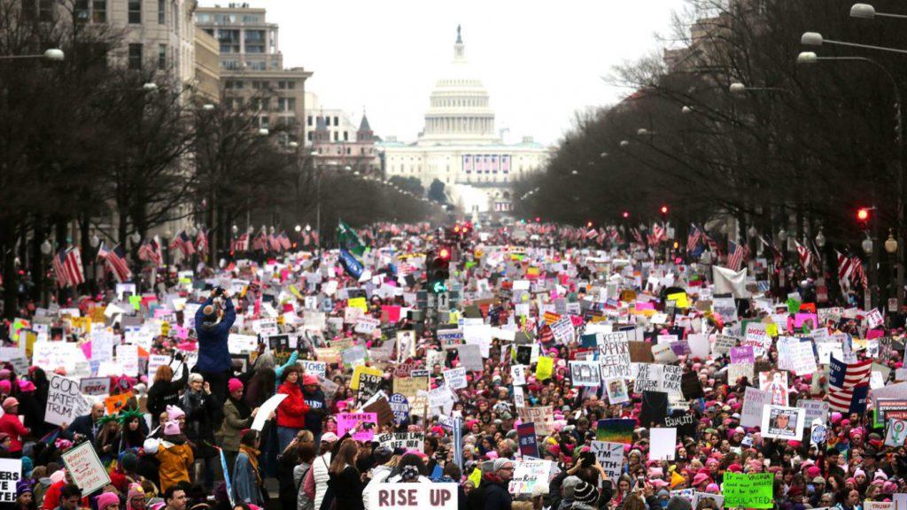 """من """"مسيرة النساء"""" في واشنطن (NY Daily News)."""