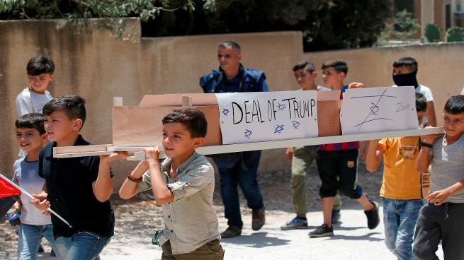 من تظاهرة في بلدة كفر قدوم - نابلس (تصوير: جعفر أشتيه AFP)