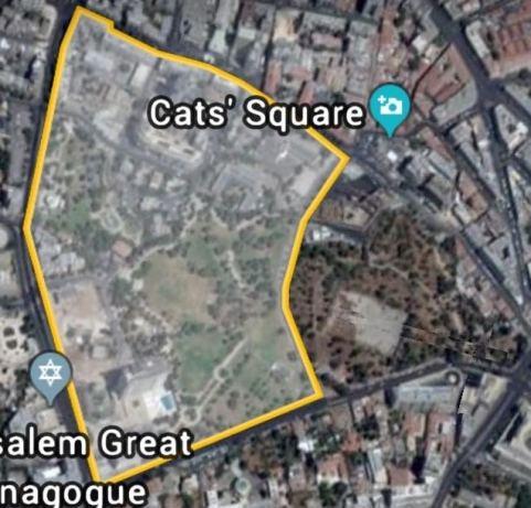 الجزء الغربي المقضوم بالكامل من المقبرة ومساحته بالاستعانة بتطبيق جوجل إيرث تقارب 158 دونماً