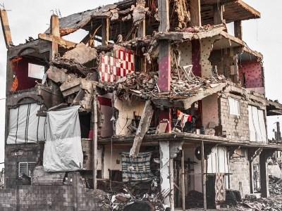عن اقتلاع المنازل من جذورها